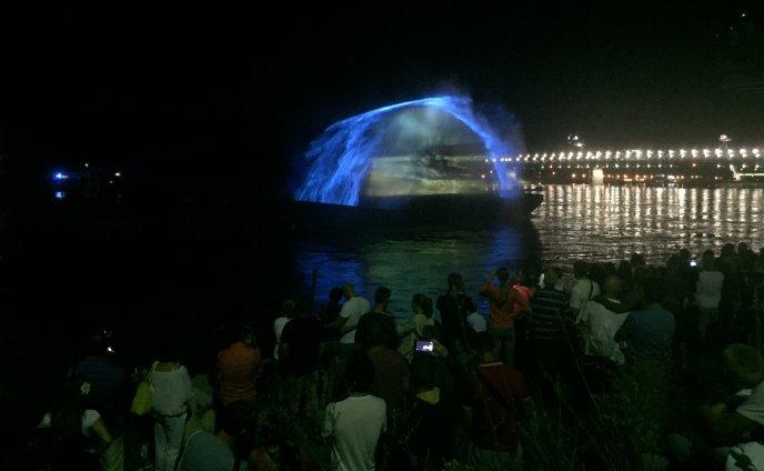 Tancujúca voda v Bratislave