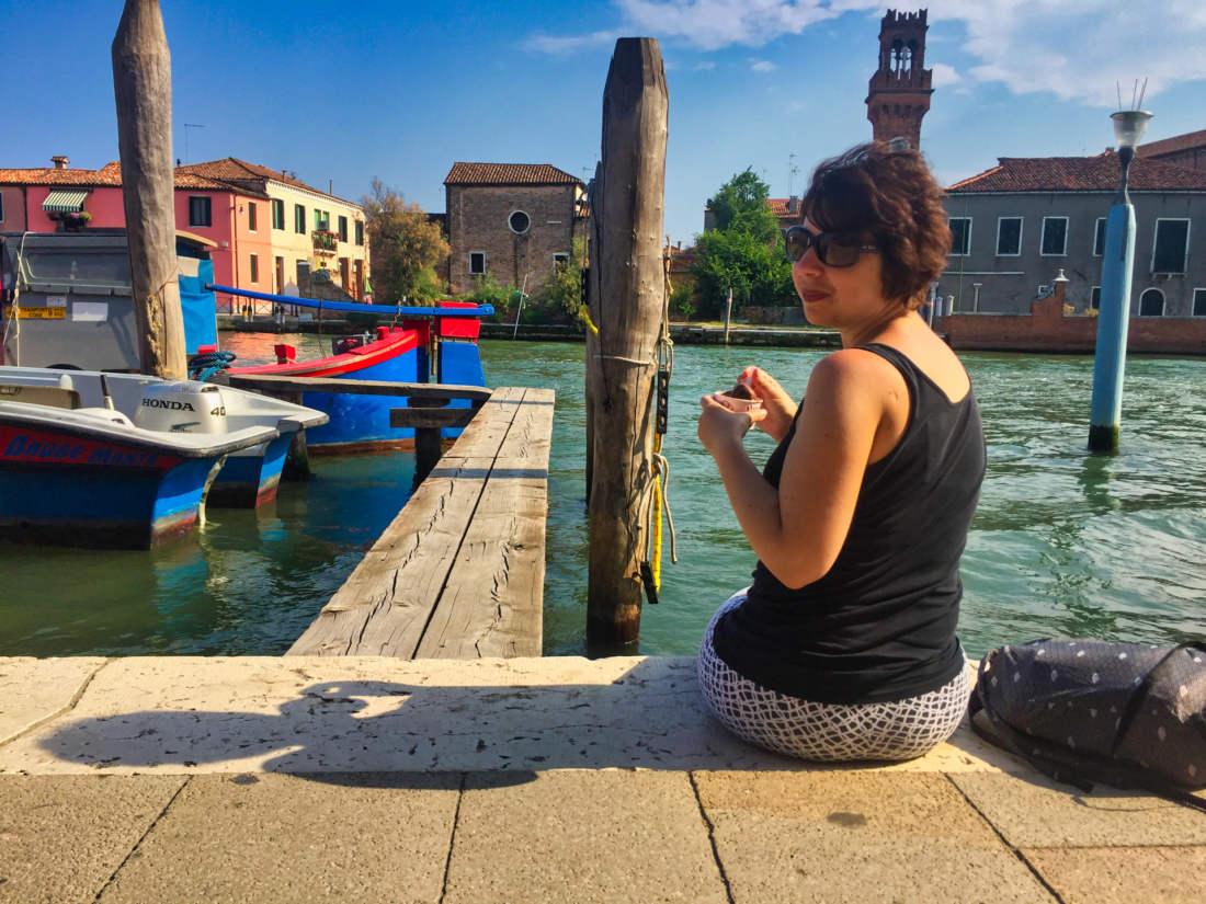 Oddych na brehu na Murano