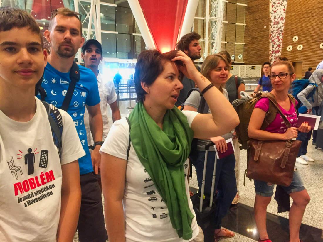 Cakanie v rade na letisku v Mrakesi