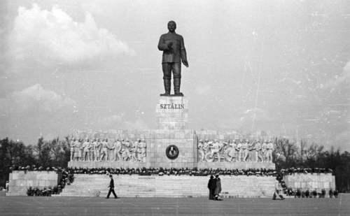 Komunistické sochy
